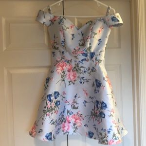 Pretty off shoulder with straps dress